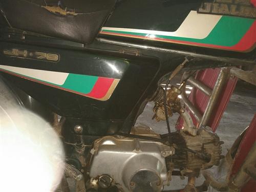 """嘉陵70二輪摩托車,號稱""""節油王"""",上班代步工具,好啟動,發動機聲音小,騎行平穩加速快。也不燒一點機..."""