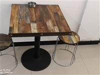 出6套條桌和凳子,4套方桌和凳子,一個炒灶,一個雙開保鮮冷柜,有興趣或者需要的朋友請電聯,13668...