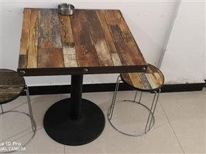 出6套条桌和凳子,4套方桌和凳子,一个炒灶,一个双开保鲜冷柜,有兴趣或者需要的朋友请电联,13668...