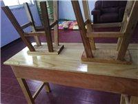 10张桌子20把凳子九成新,今年3月刚买的