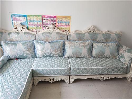 欧式沙发,原价3000多,基本没用,搬了两回地方。8成新现半价出售