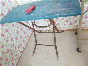 中小学幼儿园桌椅出售,价格美丽, 地址农科路 联系电话15008933892