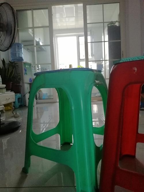 出售凳子7个,低价出售,都是好的,家里没地放才卖的