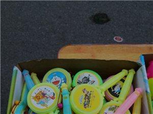 儿童玩具,批量出售。地址:春都花园B区。联系电话:18120779715,联系人:李先生。