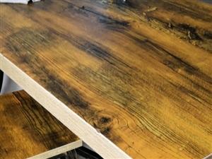 �店�D�低�r�理9成新桌子凳子,一共有5套,原�r在��D寺街�I的一套是340,�F�r5套800元,要的�...