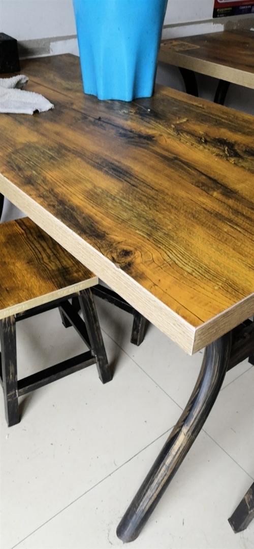 飯店轉讓低價處理9成新桌子凳子,一共有5套,原價在節婦寺街買的一套是340,現價5套800元,要的聯...