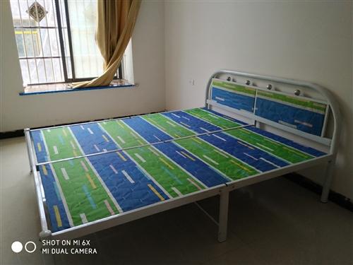 非常靚一米八乘兩米的大床還有一個,9層新,350買的,150出手,加厚棕墊,260一個買的,100處...