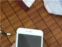 vivo NEX和iPhone6p苹果手机两个手机2100vivo NEX后壳碎了但不影响