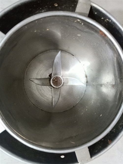 肉丸絞肉機 ~ 絞肉做肉丸 ,絞菜類都可以 ~ 機頭好的 ,插電即可用 ~  全不銹鋼 ,不生...