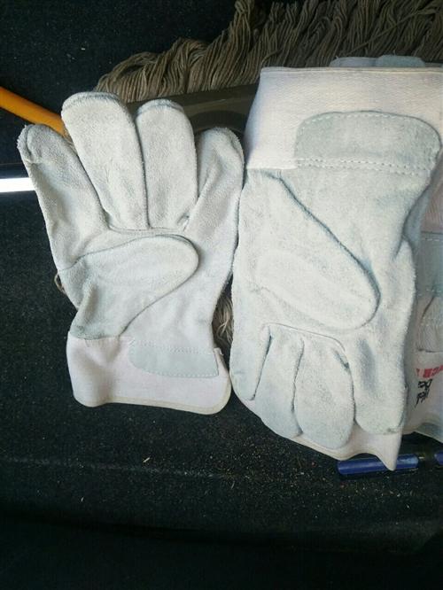 單位發的勞保手套,幾年時間贊的,一雙五元不講價,18093773730,