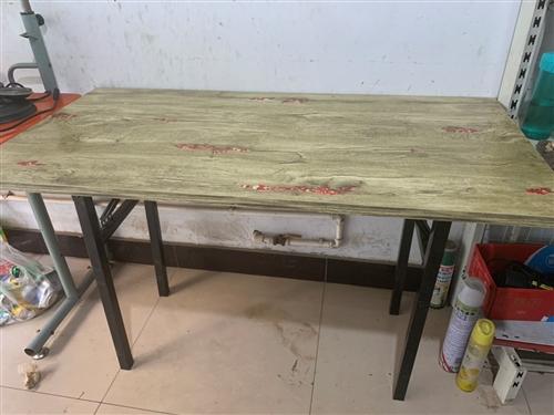 折叠桌。两张80