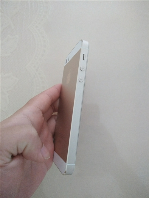 iPhone5s ,四寸屏幕,4+16G ,支持面對面驗貨付款,18791587761 聯系我時請...