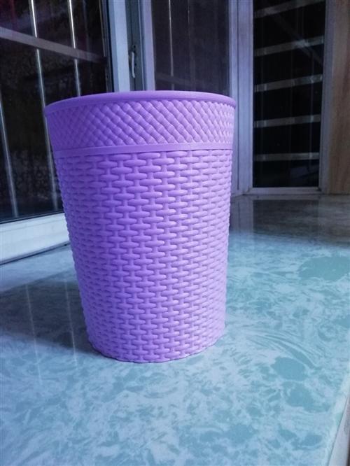 粉紫色的垃圾桶,都是新品,共三個。很好看,容量也大,喜歡的可以拍哦,自提地址在欒川一高 本交易僅支...