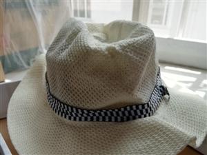 男士夏季遮阳礼帽,特别适合旅游拍照,舒适凉爽8元,游泳圈大人小孩都可以用的,质量很好,28元。地址栾...