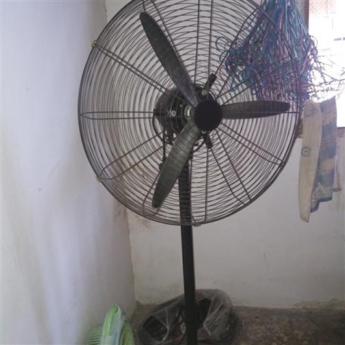 工业风扇,家里用不着了,便宜处理
