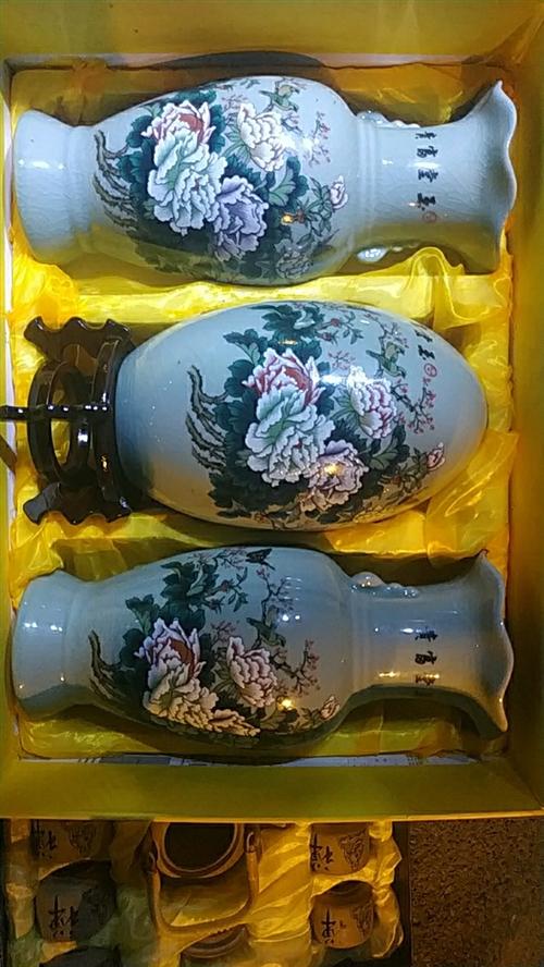 玉堂富貴花瓶一套成本價出售