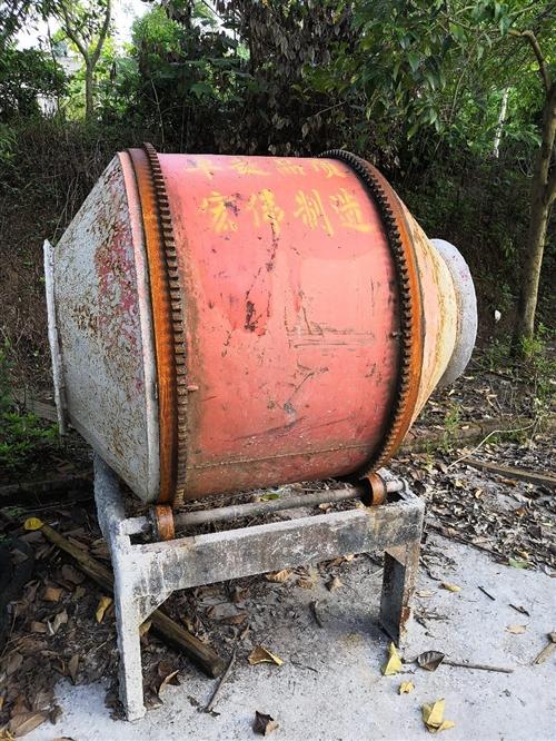 电动搅拌机,单相电,使用了2个月,闲置一年半。功能正常,低价转让,内行才懂,价廉物美。
