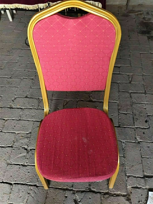 婚禮上用的紅色椅子有40把,每把25元,急出售 ,僅限凌源本地并自取。