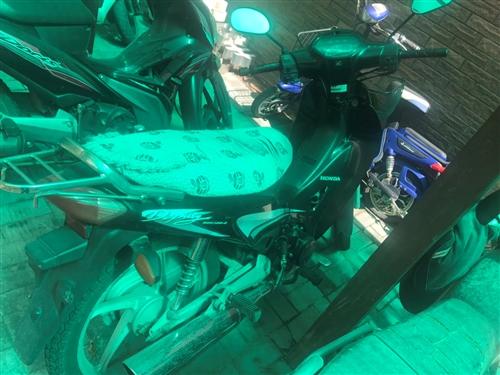 廣州本田125摩托車,跑了一萬公里,去年剛更換過車鏈,喇叭,維修保養過。機油每年定期更換兩次,車子狀...