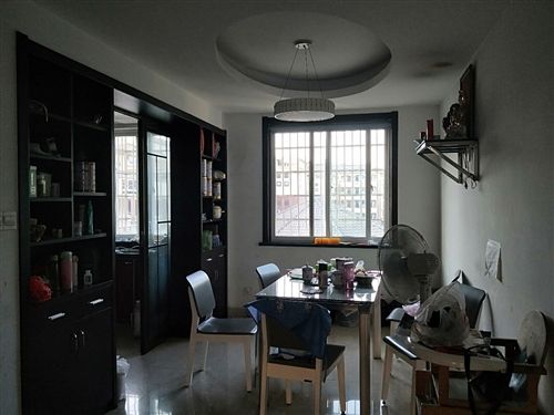 天恒彩票注册家和园小区,位于城南,3楼,110平方,3室2厅2卫,十车库,厅带阳台,位置好,精装修,满5年,...