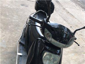 雅迪踏板摩托车600块钱不能再低价了 原因本人要去合肥发展所以才卖的 摩托车证件齐全!
