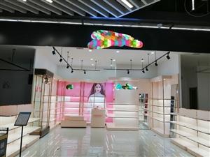 ??【鞋柜转让】因品牌调整,现转让使用中有九成新品牌鞋柜一套,成色新,质量好,形象效果佳,有意者请联...