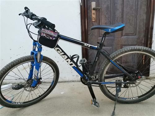 捷安特山地自行車經典款atx770,上班沒時間騎了,買的時候2298,13年鄭州上學買的,質量過硬,...