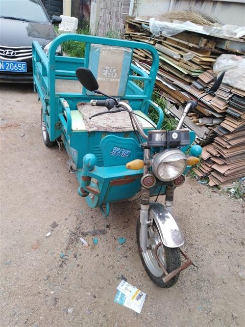 路源电动三轮车出售,原版原漆,挺板正的,三支轮胎全新,五块电瓶(60v),适合做小买卖。有意者前来洽...