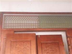 自家房子拆下的烤漆大门,宽2.4米,高2.7米,9成新,现低价处理