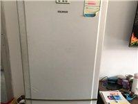 三星品牌多年老冰箱,就是耗电了点,功能都完全,而且里面还不结霜,还是蛮好的,有缘人你就上门来带走,景...