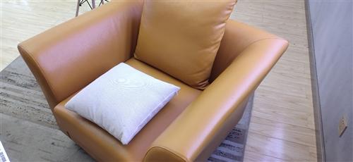 本人有三组沙发出售 9成新 基本没用过 因本人另有发展,现低价出售 有需要的老板请致电  13...