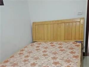 九成新1.5*2米的单人床和床垫出售,实木的,因为常年没人睡,所以闲置了,现在打算卖掉。只接受上门自...