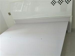 出售全新四开门大衣柜,1.8*2.0米双人床,市内自提,一口价2000,不议价,有意者电联,非诚勿扰...