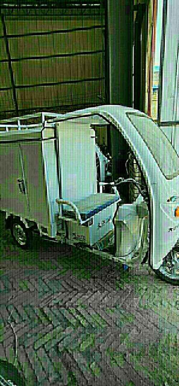 快递三轮一体车,里面装两组6038的电瓶,骑了一个多月,现在出售。