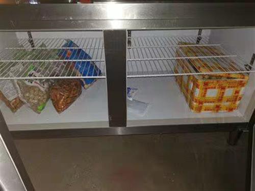 八成新冰柜操作台。800,不讲价。