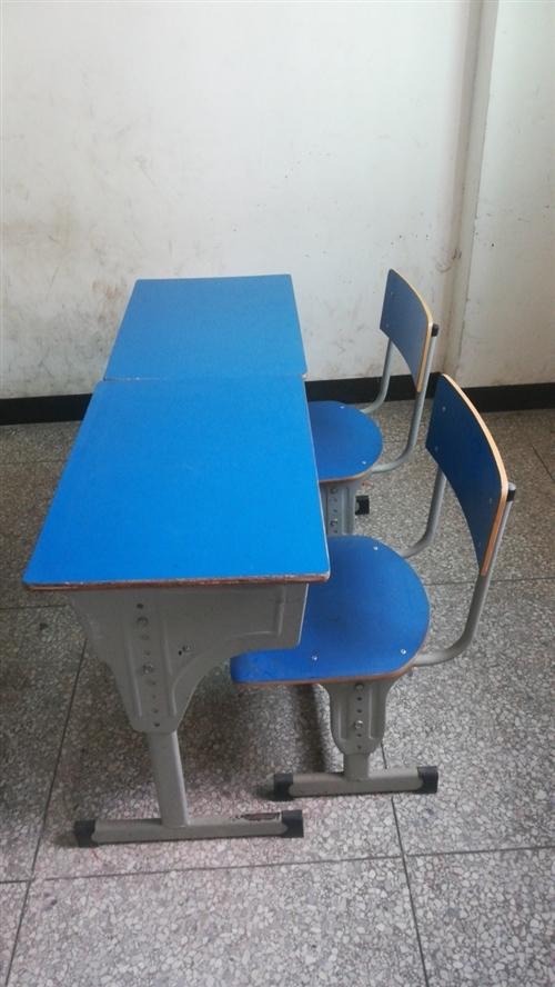 学生课桌椅(八成新),60元/套,有意者电话联系。