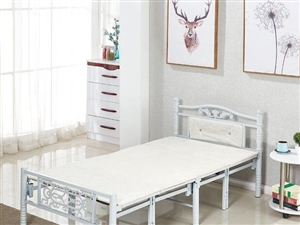 全新1米宽折叠床,包装未拆,因工作调动考虑低价处理。价格270元。电话:13033788988