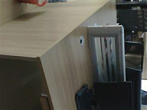 办公室搬家,处理1.2*1.6对桌几张。椅子十几个。