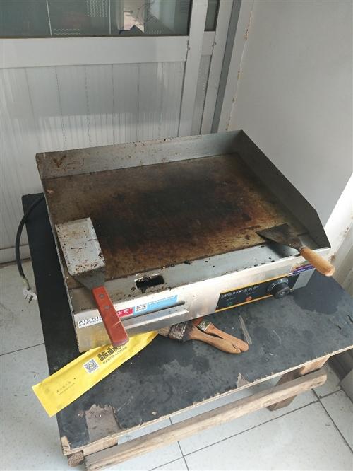 今年六月份才買的鐵板電的還有個電的烤架也是六月份買的包著不想拆所以沒有電烤架的圖片  烤箱 三...