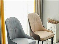 全新餐椅4把。塑料膜都还在。轻奢灰色。质优价廉,结果餐桌小了,椅子塞不进去了。忍痛割爱,199一把,...