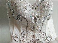以前做婚纱出租,现便宜处理,红色白色共十件,有意者请联系!