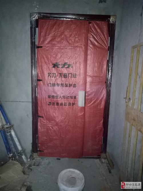 出售防盜門,廁所門,基本上是全新的