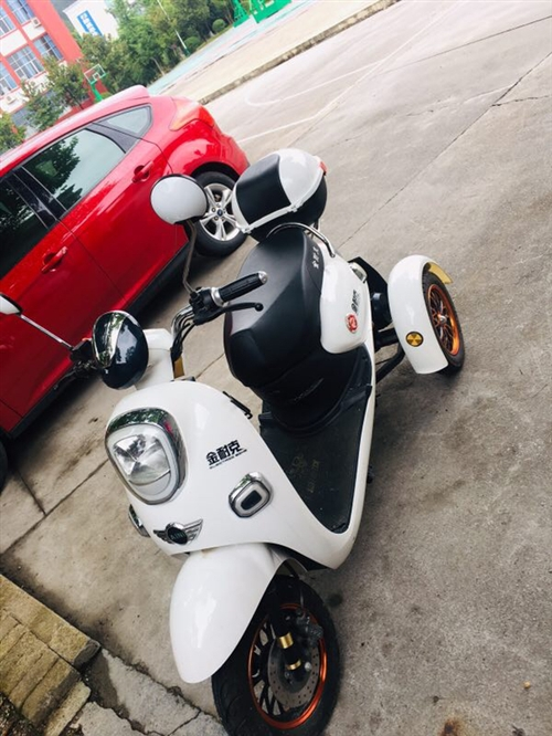 金耐客電動車三輪 買了一年左右,自己騎不到10次,女生不太敢,轉。龍塘灣那邊實體店買的  隨時看車...