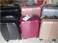 店不开了,低价出售全新旅行箱行李箱拉杆箱万向轮密码箱带水杯槽,前面一排是20寸的,后面的是24寸的,...