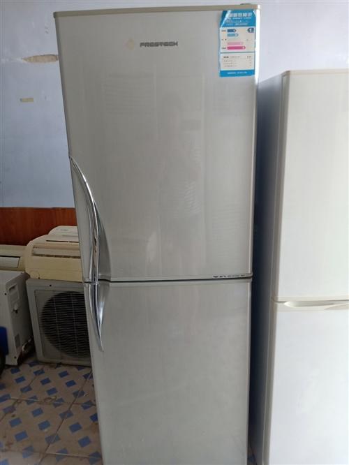 9成新双开门冰箱 外观干净无损坏 配件齐全 低价转让