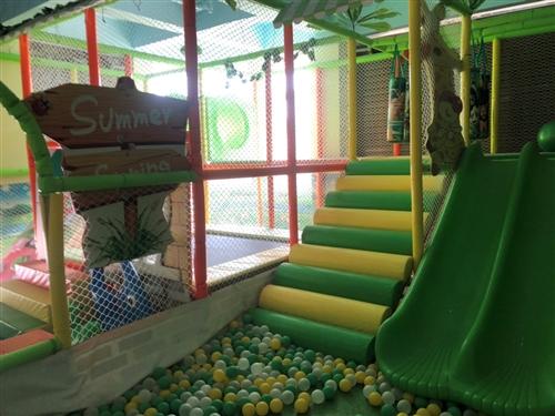 儿童游乐设备包括投影砸球,滑梯等等,婴幼儿游泳馆内器材设施包括婴儿浴盆、坐盆、木质抚触台、2米豪华亚...