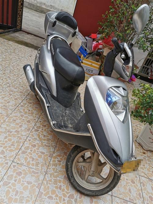 新大洲本田摩托車,有意者和本人聯系。