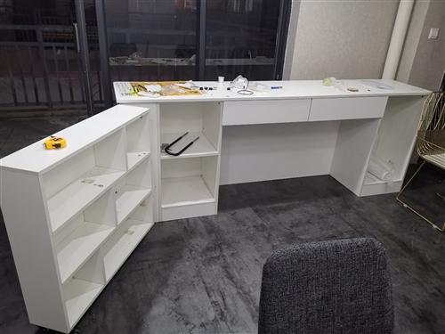 全新吧臺花了一千五做起來就沒用過 ,不是市面上薄板子做的,很結實的木板,很重絕對結實耐用。240*5...