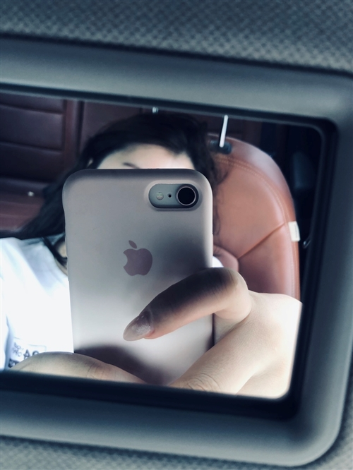 蘋果8 用了不到半年想換新款 什么都完好無損 可以加微信談