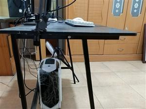 电脑桌,八成新,现30元钱低价处理,一共3张。